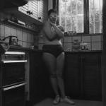 דמות במטבח ורוד, 1986