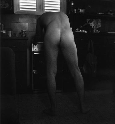 דמות נשענת על תנור, 1985
