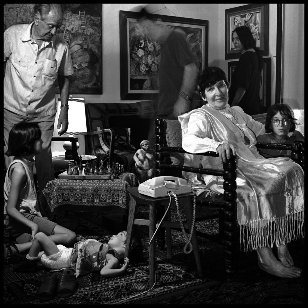 פורטרט עצמי עם המשפחה, משחק שח עם אבי, 1991